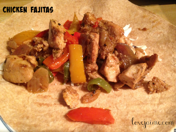 Chicken fajitas made with pre-cooked chicken. (Recipe included for pre-cooking chicken.) #MomsMeet #recipes #chicken