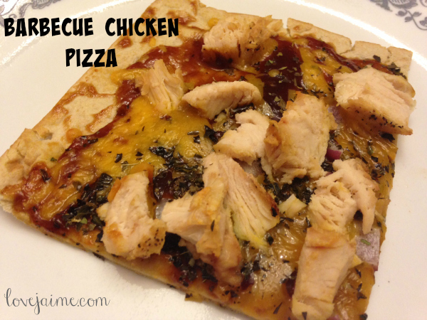 The best barbecue chicken pizza you'll ever make. Made with pre-cooked chicken. Recipe included on pre-cooking your chicken, saving valuable time! #MomsMeet #chicken #recipes