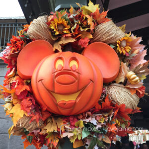 Round up of pumpkin crafts, recipes, decor and oh-so-much more!