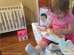 No baby unhugged: How Huggies is helping with diaper need #NoBabyUnhugged #ad
