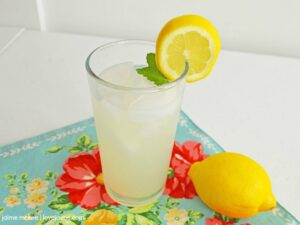 Recipe: Summertime Lemonade Cocktail (or mocktail!)