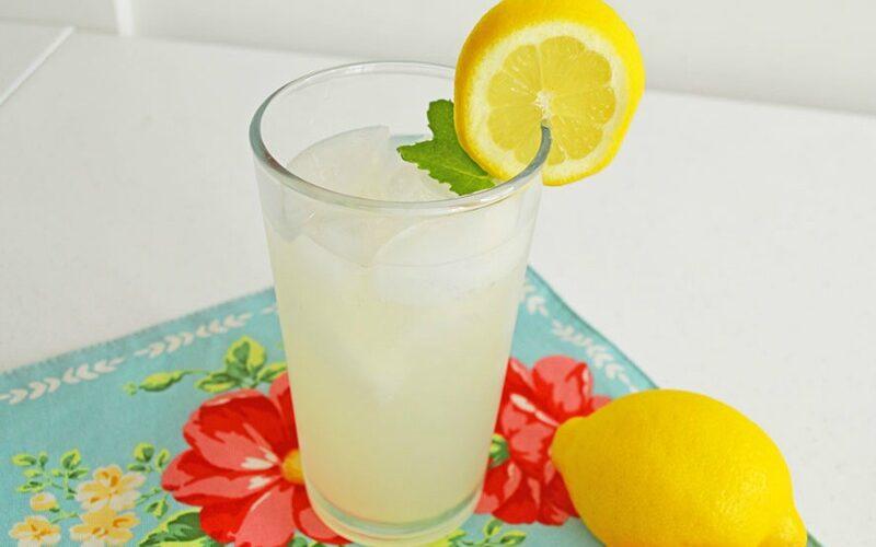 Recipe: Summertime Lemonade Cocktail (or mocktail!)