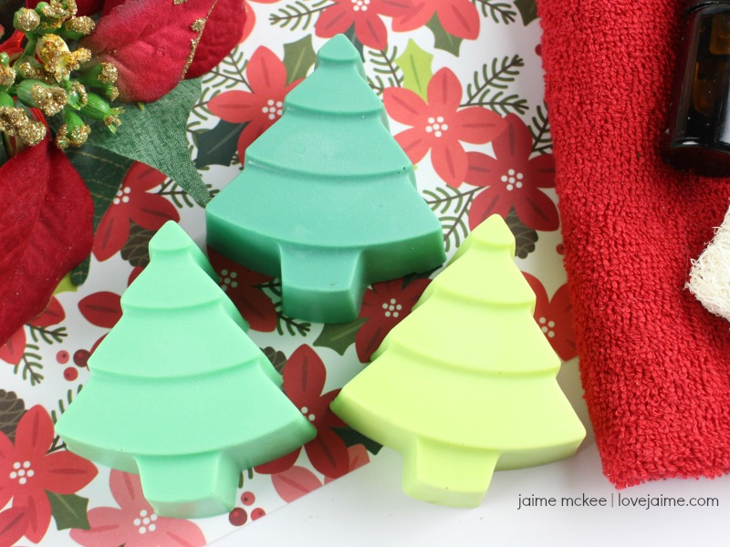 This Christmas tree scented soap is so cute and simple to make!