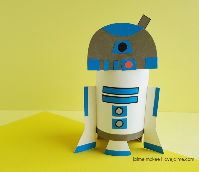 This R2D2 paper craft is a fun way to upcycle empty rolls from paper towels or toilet paper!